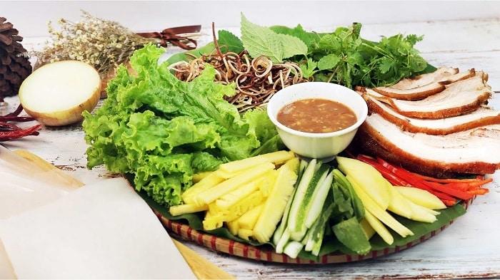 Bánh tráng cuốn thịt heo Phú Cường